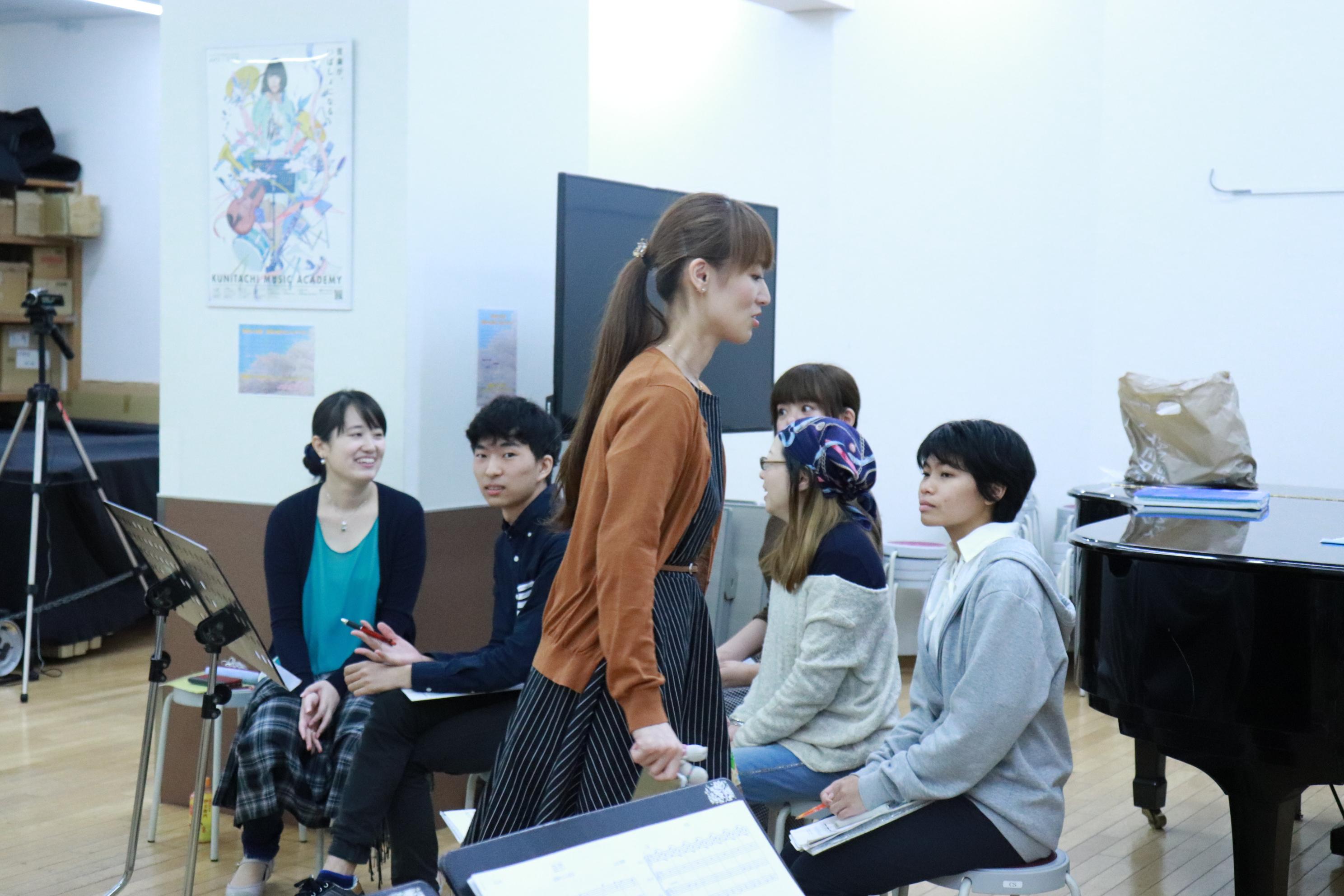 作曲・編曲を手掛けた学院生達の姿。