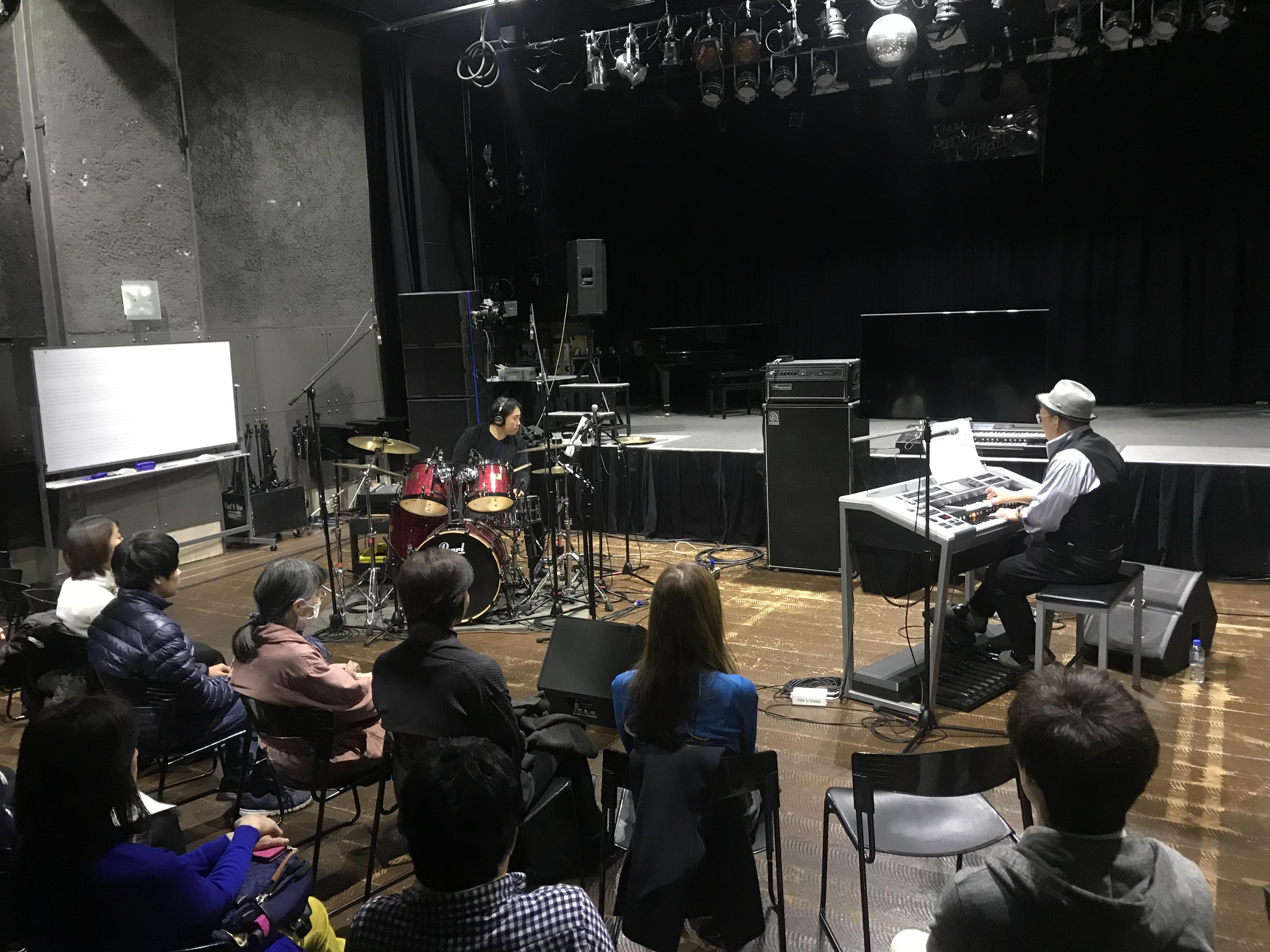 エレクトーンと生ドラムの共演。コラボ講座ならではのスペシャルライブを披露するおぎたひろゆき講師とオータケハヤト講師。
