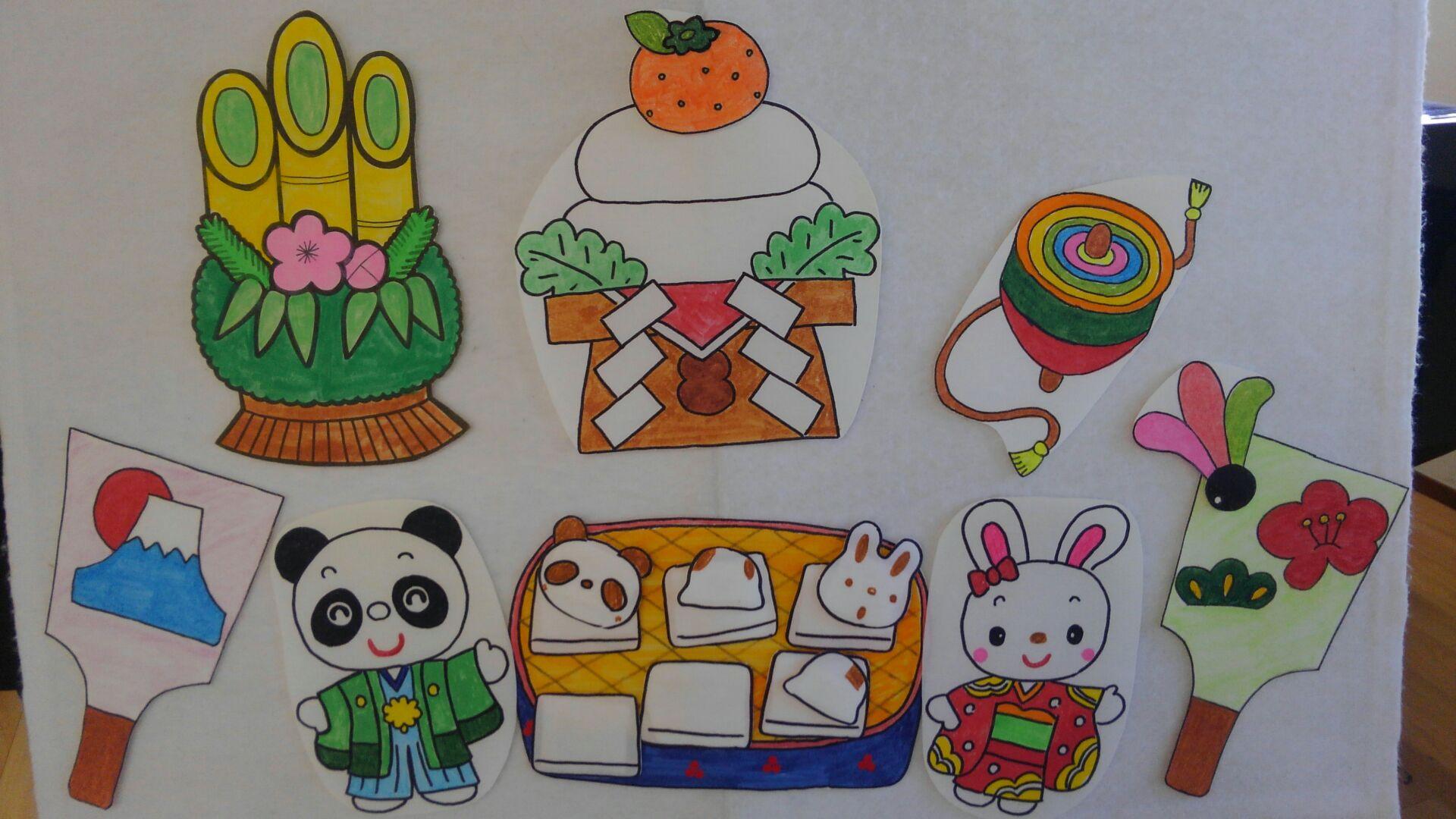 鏡餅・門松・独楽・振袖・羽根つき・お餅など季節に合わせた絵を使ってプログラムは進行。