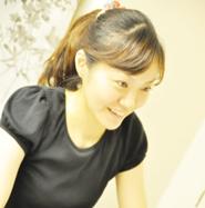 アートカラーセラピー指導講師・田村歌奈子先生のプロフィール写真。
