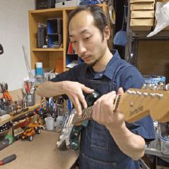 国立音楽院ギタークラフト・リペア科 高明岳守 プロフィール写真